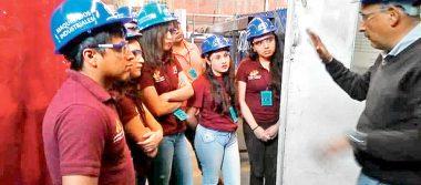 Estudiantes recorren planta industrial