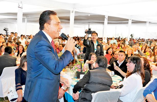 Encabeza el gobernador Omar Fayad  festejo del Día del Maestro en Pachuca