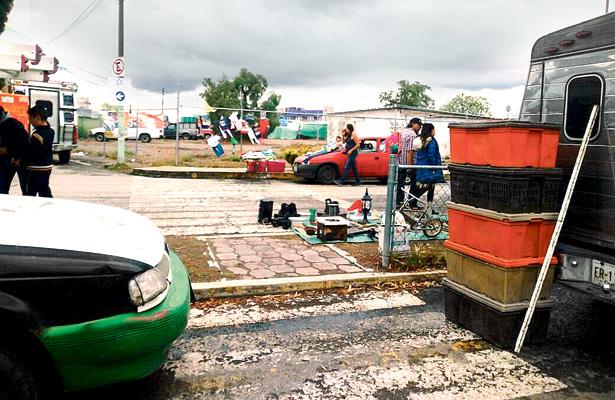 Vendedores ambulantes se extienden por las calles de Villas de Pachuca