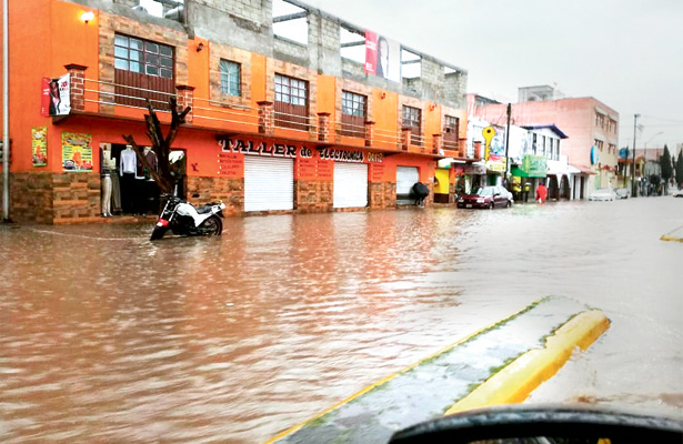 Intensa lluvia afecta colonias de Tizayuca