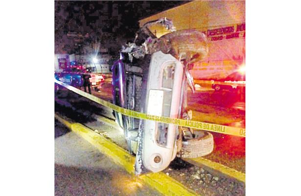 Falleció prensado en su camioneta