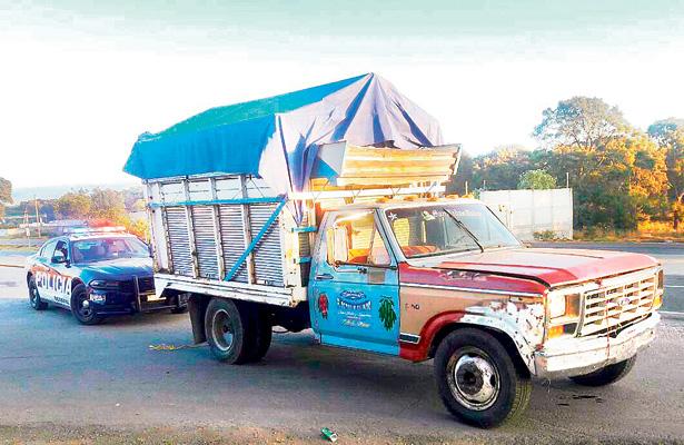 Vigilancia en carreteras deja 4 autos asegurados
