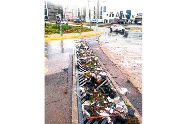 Mientras Pachuca dormía, cuadrillas  retiraron basura de recolectores