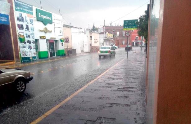 Sin respeto a peatones, son  mojados sin consideración