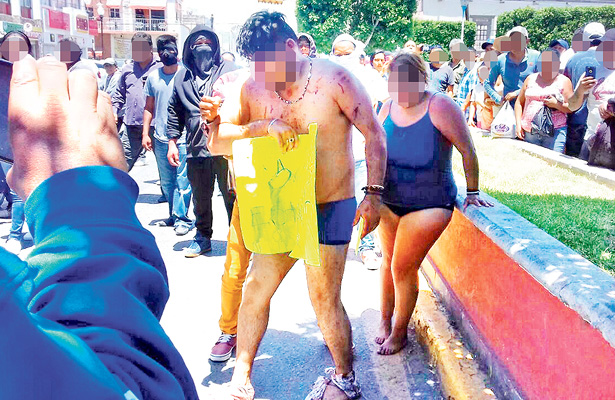 Presuntos estafadores retenidos por víctimas