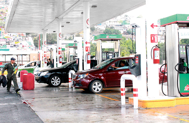 En un mes la gasolina incrementó entre 2.5 y 2.8 %