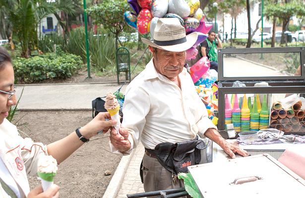 El helado de chocolate genera mejor ánimo, aseguran consumidores