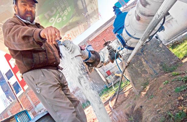 Trabajo de perforación de pozo de agua en San Pedro Huatengo