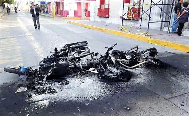 Huachicoleros queman moto patrullas