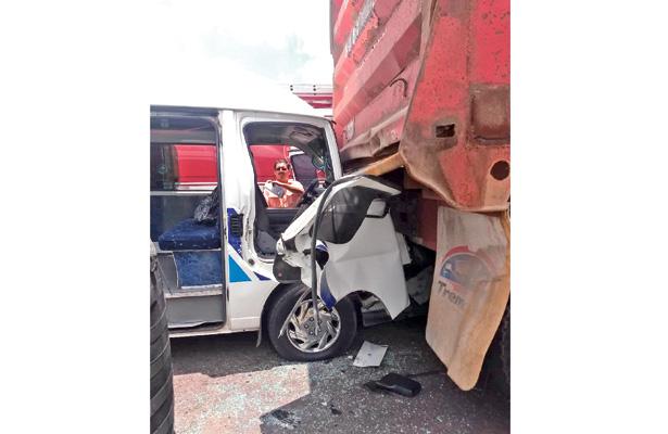 Autoridades de Transporte determinarán la situación del chofer.