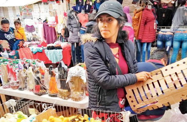 Hacinadas y pintadas, aves son comercializadas en plaza