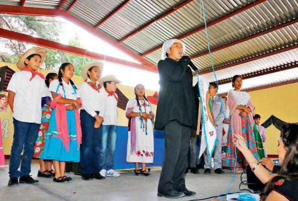 En escuelas, tradicional festival patrio