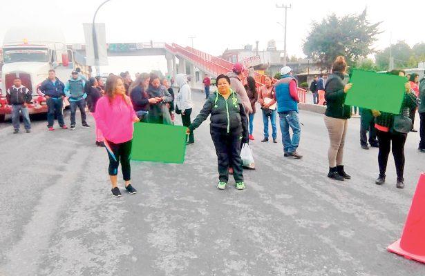 Cerraron la carretera federal Jorobas-Tula para exigir que la SEP les asigne maestros