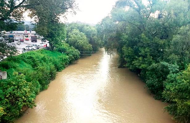Por intensas lluvias aumenta nivel del río Tepeji