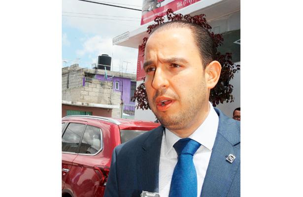 Marko Cortés vino por firmas de panistas