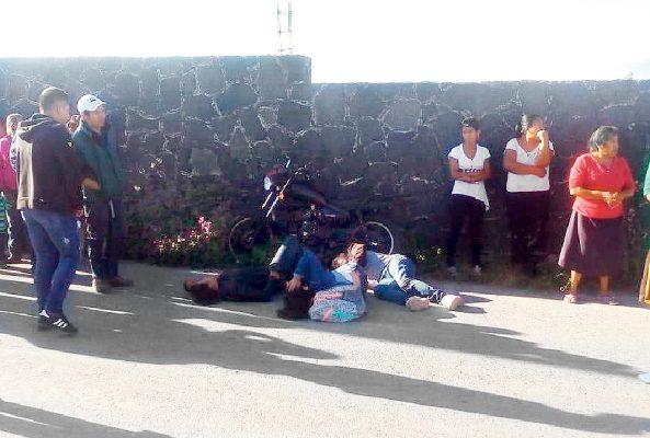 Tres paseantes en moto se dieron duro contra el muro