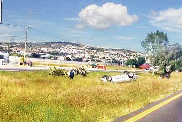 Se dirigía a Pachuca, pero volcó en Zapotlán