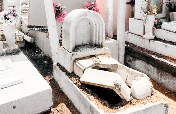Más de tres mil tumbas en el olvido