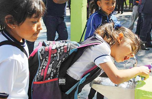 Sobrepeso en mochilas afecta a alumnos