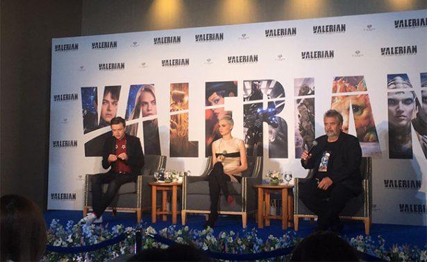 """Luc Besson y Cara Delevingne presentan """"Valerian"""" en la CDMX"""