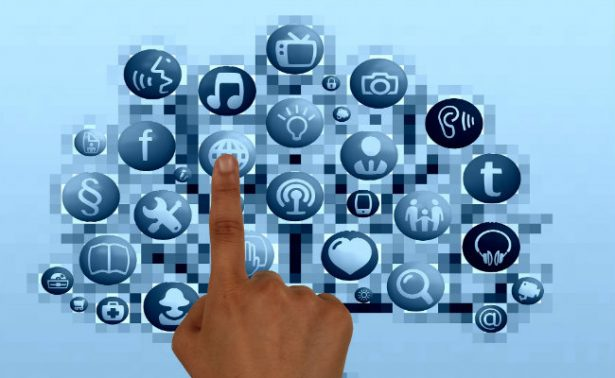 Al alcance de un click, ofertan en Facebook placas vehiculares apócrifas