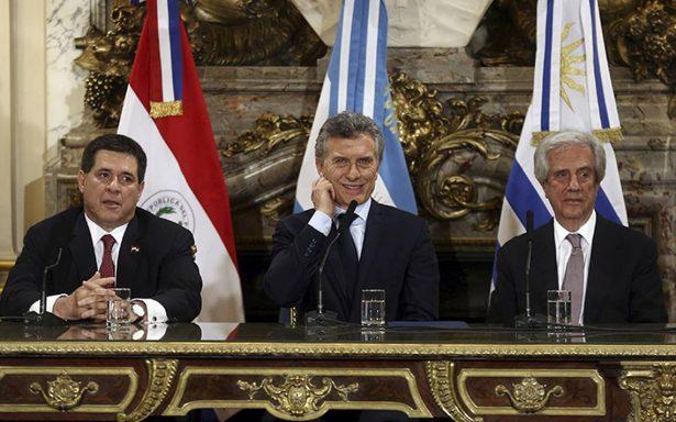Argentina, Uruguay y Paraguay presentan candidatura para Mundial 2030