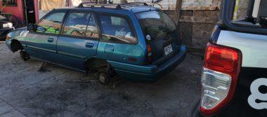 ¡Abandonan vehículo robado y lo desvalijan!