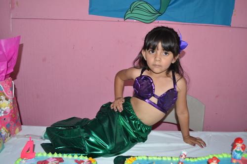 """Festeja su cumpleaños como """"La Sirenita"""""""