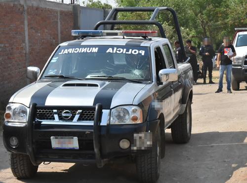 Localizan vehículo abandonado con reporte de robo vigente