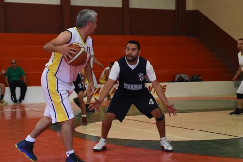 Democracia Sindical canastea 76-61 a Ornelas Sport