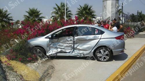 Cuantiosos daños deja choque entre dos automóviles