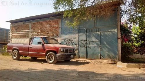 Efectua cateo PGJE y asegura cinco vehículos robados