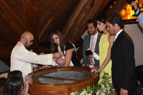 Edgar es bautizado