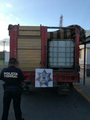 Recupera FP camión robado que cargaba bidones vacios