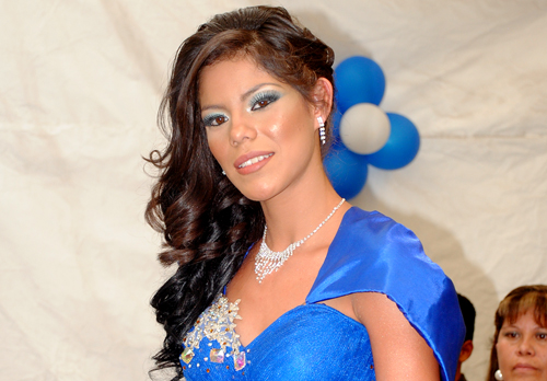 Brenda Monserrat festeja sus XV años