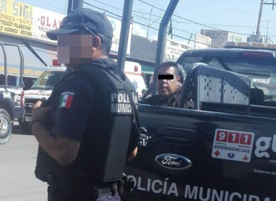 ¡Mujer apuñalada; policía captura al agresor!