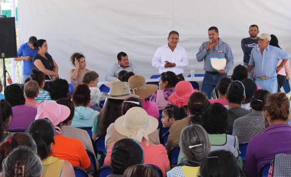 Anuncia alcalde obras básicas en La Troja