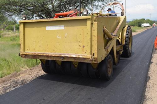 Inicia asfaltado del acceso a la comunidad de La Mina