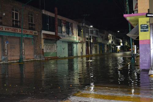 Diluvio nocturno deja inundación