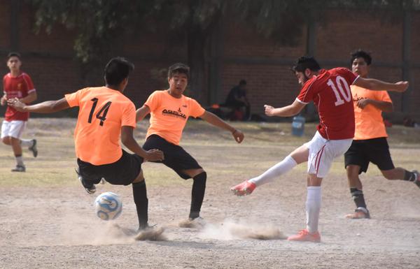 Liverpool golea 4-1 a Escuela R.L.