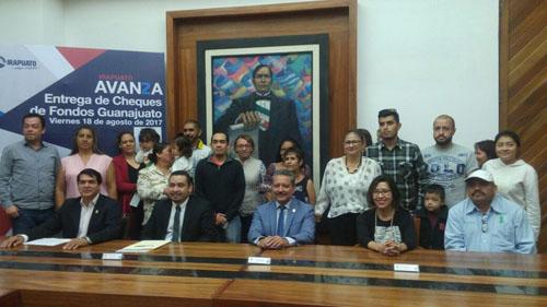 Entregan cheques de Fondos Guanajuato y Mipymes