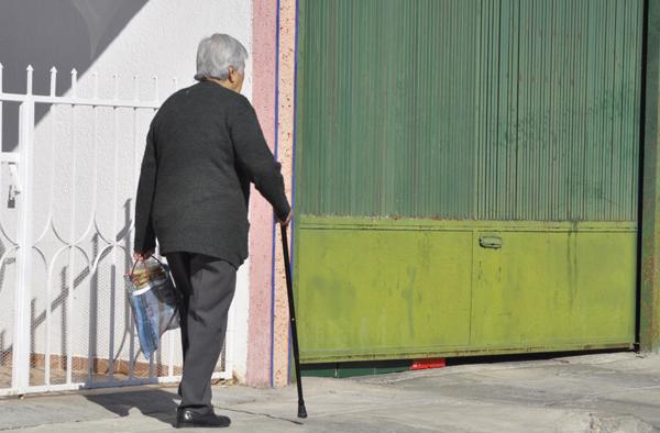 Resguarda DIF a 12 ancianos abandonados