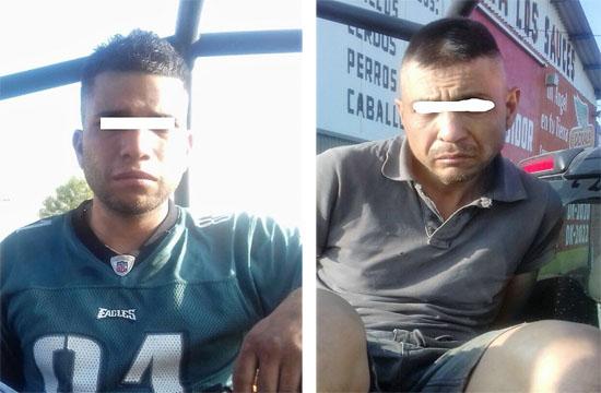 Detienen a dos hombres desvalijando vehículos en la Pensión Federal