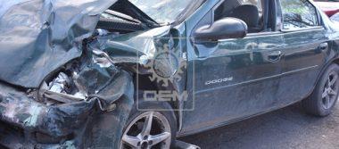 ¡Brutal choque de autos deja 2 heridos!