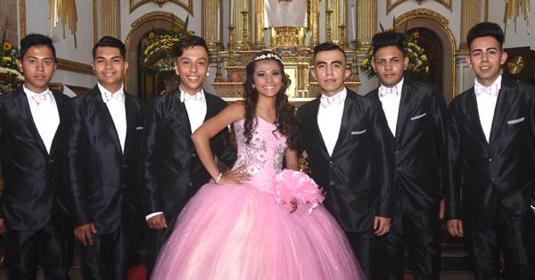 Sandra Guadalupe da gracias a Dios por sus XV años