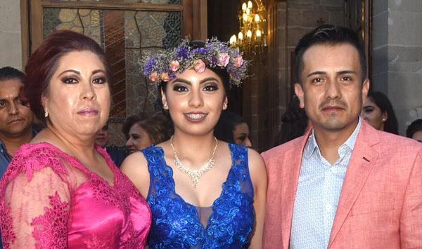 Frida Alexa agradeció a Dios por sus quince años