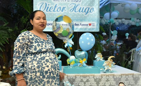 Espera con alegría la llegada de su segundo bebé
