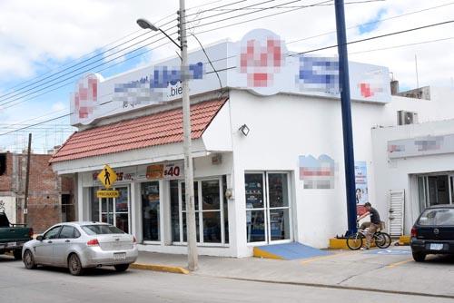 Detienen a dos hombres por asaltar farmacias