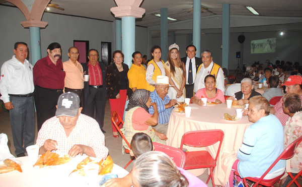 """Club de Leones festeja a los """"abuelitos"""""""