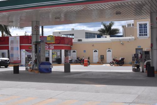 Denuncian asalto en gasolinera